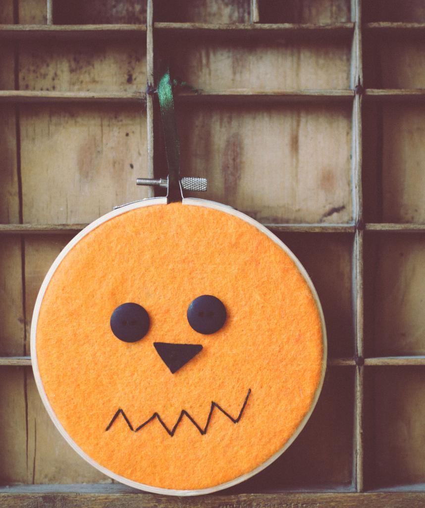 kids that sew { pumpkin hoops }