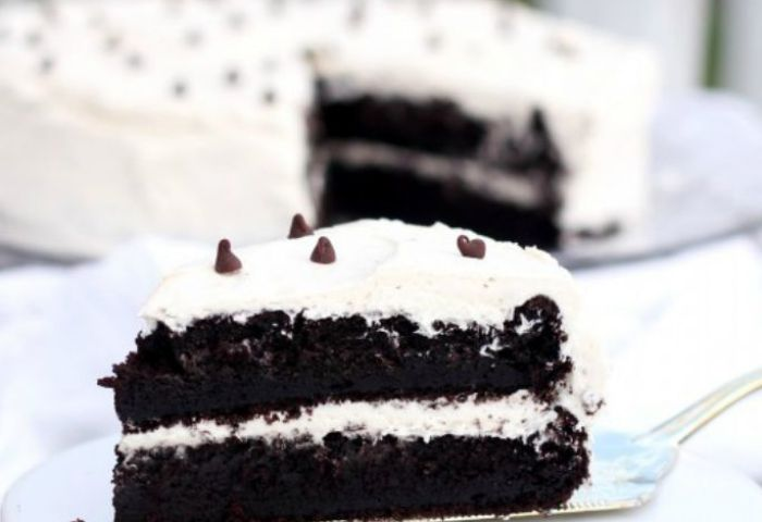Devils Food Cake With Buttercream Icing