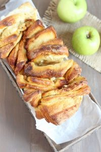 Apple cinnamon pull apart bread. Fall inspired loaf made with fresh apples, cinnamon and homemade dough makes serving bread so fun. Pull apart layers topped with cinnamon crunch.