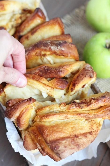 Apple Cinnamon Pull Apart Bread