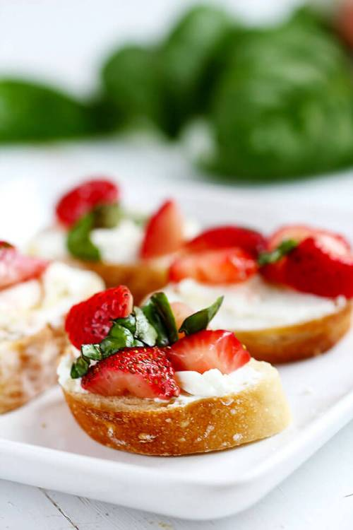 trawberry Goat Cheese Bruschetta - Simple flavorful bruschetta made with simple fresh ingredients like goat cheese and strawberries. Table ready appetizer in 20 minutes.