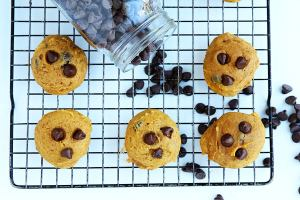 Pumpkin Chocolate Chip Cookies // @gatherforbread