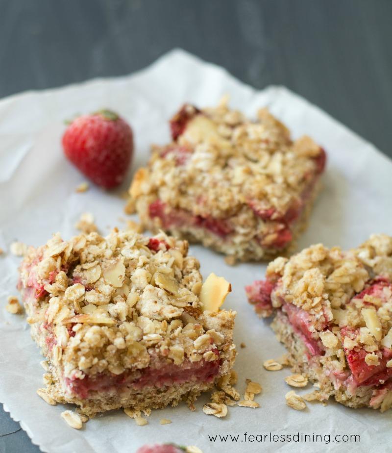 Gluten-Free-Fresh-Strawberry-Oatmeal-Bars-hero