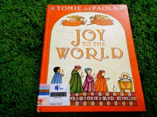 https://gatheringbooks.wordpress.com/2013/12/26/christmas-magic-in-tomie-depaolas-joy-to-the-world/