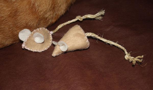 ratinhos-de-feltro-para-gatos