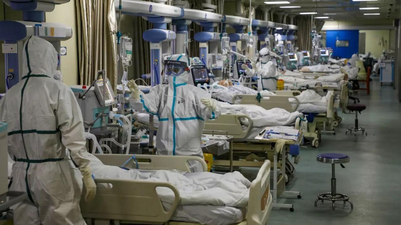 Coronavirus: US daily death toll breaks UK's record