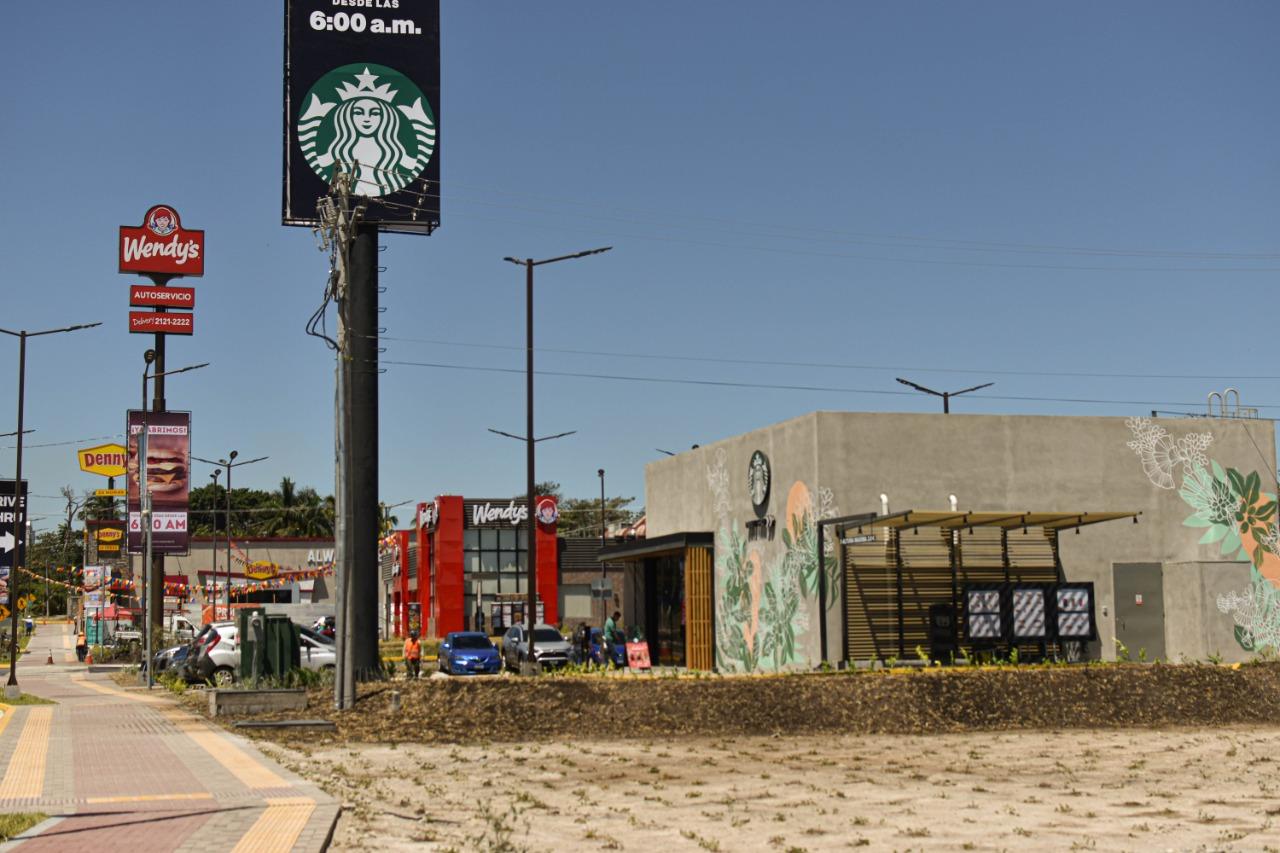 El centro comercial Las Ramblas Km. 10 de la carretera Panamericana. Aún se encuentra en proceso de construcción, pero varios restaurantes están funcionando. Foto/Emerson Flores