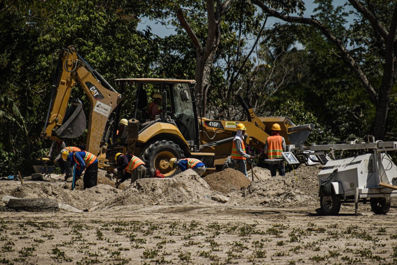La construcción de centros comerciales ha deteriorado la situación ambiental del área metropolitana de San Salvador. Se beneficia a grupos empresariales, pero estos proyectos afectan a los habitantes de las zonas aledañas. Foto/Emerson Flores