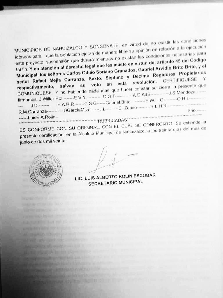Acuerdo municipal de la alcaldía de Nahuizalco para pedir al Ministerio de Medio Ambiente que suspenda la consulta pública sobre el proyecto hidroeléctrico de Sensunapán S.A de C.V. Foto/ Tomadas por celular, cortesía.