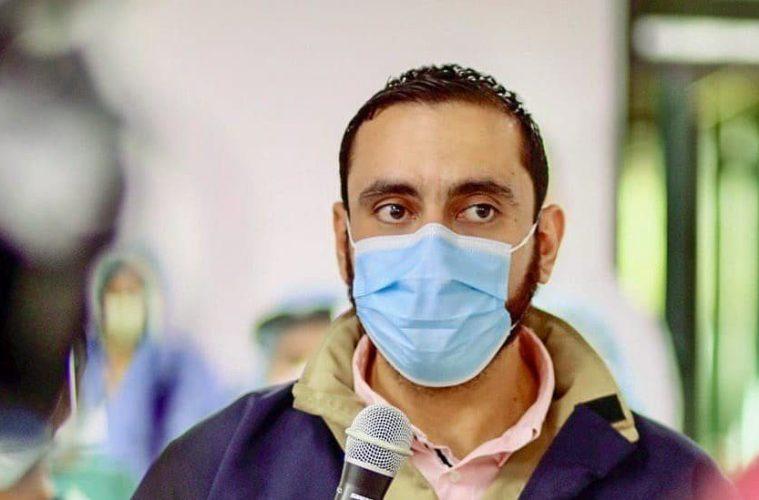 Ministro Alabí compró $225 mil en botas para médicos a empresa de su familia
