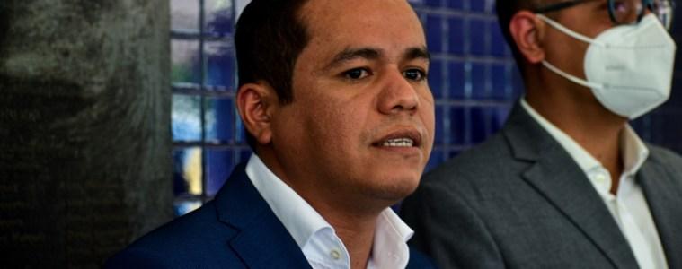 Ministro de Hacienda usa argumentos falsos para justificar un presupuesto incompleto