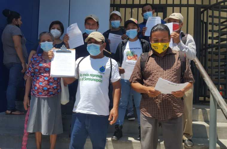 Líderes comunitarios llegaron a la Cámara Ambiental para solicitar que ordenara no otorgar el permiso ambiental para la octava hidroeléctrica. Foto/Archivo GatoEncerrado.