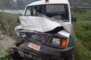 बिरामी बाेकेर बिराटनगर जादै गरेकाे उदयपुरगढीको एम्बुलेन्स दुर्घटनामा