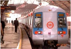 DelhiMetroTrainAtStation1