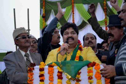 स्वागत समारोह में समर्थकों को संबोधित करते दर्जा राज्यमंत्री आबिद रजा