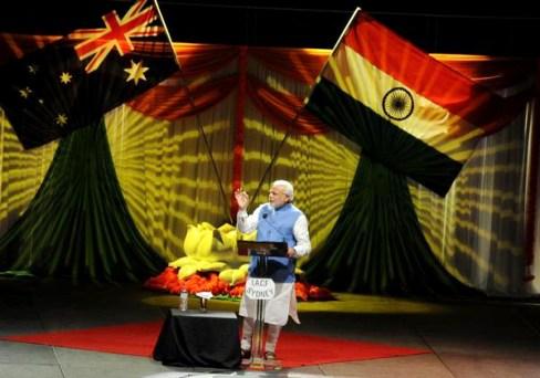 आस्ट्रेलिया के सिडनी स्थित ऑलफोन्स एरीना सभागार में हजारों भारतीयों को संबोधित करते भारत के प्रधानमंत्री नरेंद्र मोदी।