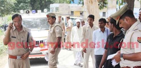 गाँव चिचैटा में दलित किशोरी की घटना से संबंधित जाँच करने पहुंचे एसएसपी सौमित्र यादव।