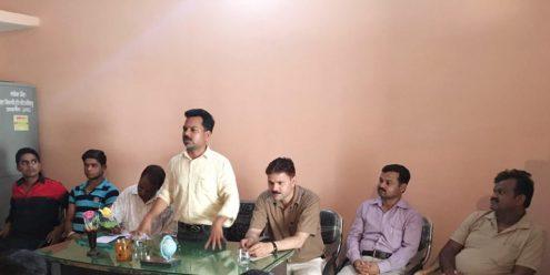 गोष्ठी में बोलते चेयरमैन राजीव कुमार गुप्ता।