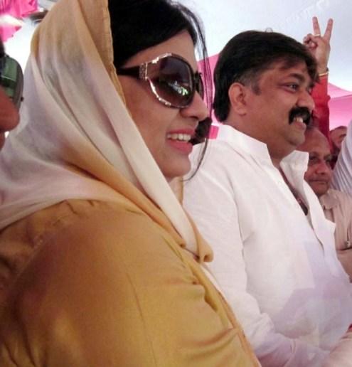 विधायक एवं वक्फ़ विकास निगम के अध्यक्ष (दर्जा राज्यमंत्री) आबिद रजा और उनकी पत्नी पालिकाध्यक्ष फात्मा रजा।