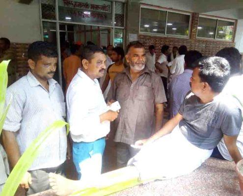लखनऊ अस्पताल में घायल राजीव कुमार गुप्ता।