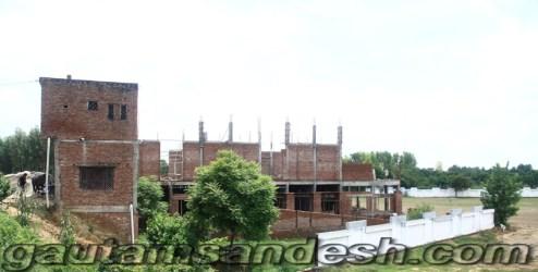 सोत नदी के किनारे बना विधायक आबिद रजा का भवन।