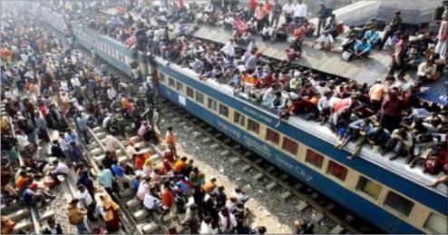 भारतीय रेल के संबंध में विश्व स्तर पर यही छवि है, जो चित्र में दिख रही है।
