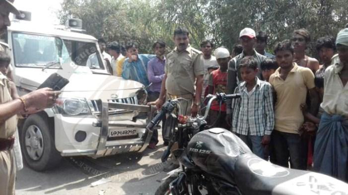 भाजपा नेता की हूटर लगी बुलेरो ने बाइक सवारों को उड़ाया, हालत गंभीर