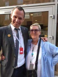 Lillemor Mauritzdotter Nylén använde kameran under kongressen, här hon sjuälv i bild med en av favoritpolitikerna, Jens Holm, riksdagsledamot.