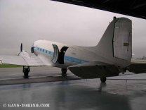 11_DAKOTA C-47_SAGAT_hangarato per i lavori