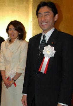 岸田文雄の嫁裕子の学歴や実家がハイソ!若い頃顔画像や馴れ初め!