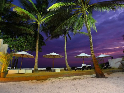 Beach in the evening for fun and drinks | (c) Photo By JF Tours