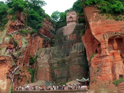 Buddha Statues: Leshan Giant Buddha
