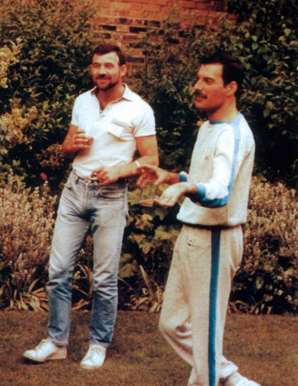 freddie-mercury-jim-hutton-candid-photos-16-592d3b9dc319d__605