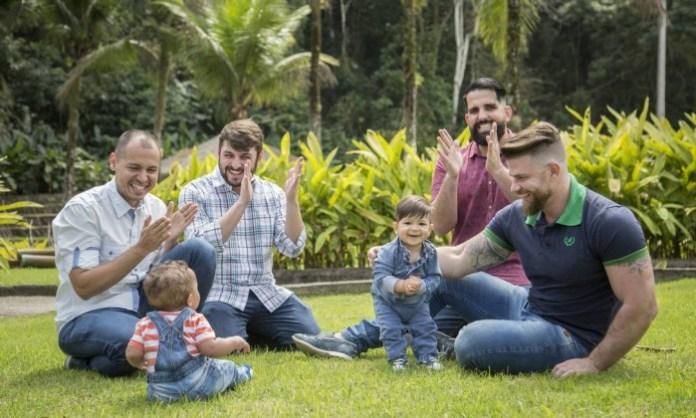 adoção casais gays