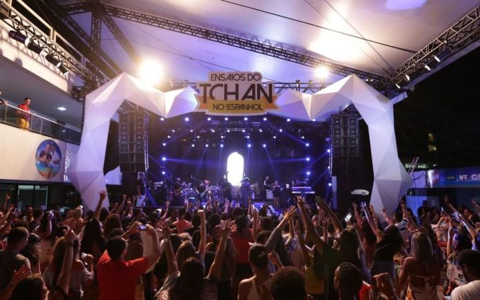 nsaios do É o Tchan acontecem desde o dia 29 de outubro, em Salvador (Foto: Sércio Freitas/ Divulgação)