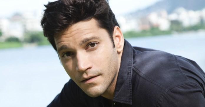 Armando Babaioff pode ser par romântico de Caio Castro