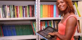 Júlia Dutra é a primeira transexual a ser nomeada diretora na rede pública de ensino do Rio de Janeiro e serve de inspiração para muita gente. Foto: Danielle Reis/ GERJ Fonte: iGay - iG