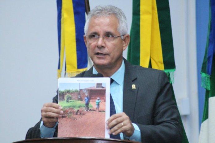 Político Sérgio Nogueira (PSB - MS) sugere colocar gays em 'ilhas por 50 anos'. Declaração foi feita em discurso na Câmara de Vereadores de Dourados. Político diz que 'ilustração jamais sugeriu a segregação dos homossexuais'.