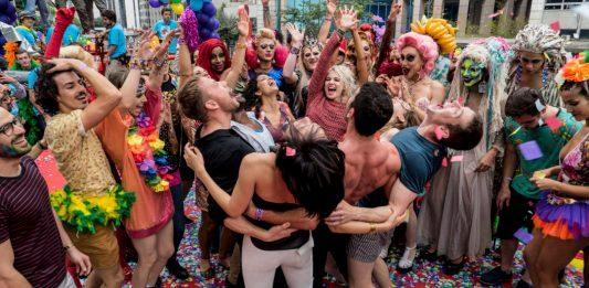 parada Cena de Sense8 gravada na Pride de São Paulo em 2016. Foto: divulgação