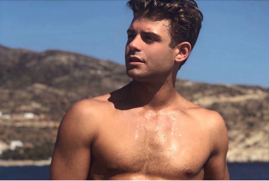 Disney star Garrett Clayton assume publicamente ser gay e apresenta namorado