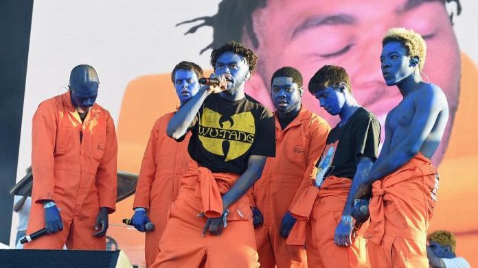 Brockhampton, boy band do hip hop, em show de 2017 Imagem: KevinWinter/GettyImages