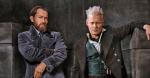 À esquerda, Jude Law como Dumbledore