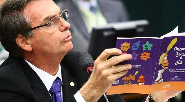 TSE determina que Bolsonaro exclua todas as publicações sobre o inexistente 'kit gay'