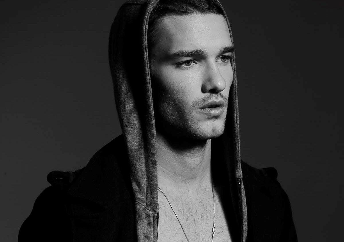 ENSAIO: Luigi Ficarelli por Omer Faraj para Brazilian Male Model