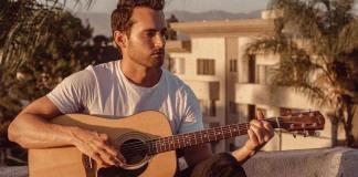 O cantor country Cameron Hawthorn. Foto: reprodução/LGBTQ Nation