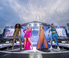 Swarovski colaborou com a premiada estilista Gabriela Slade para adicionar mais brilho à turnê Spice Girls' Spice World Stadium