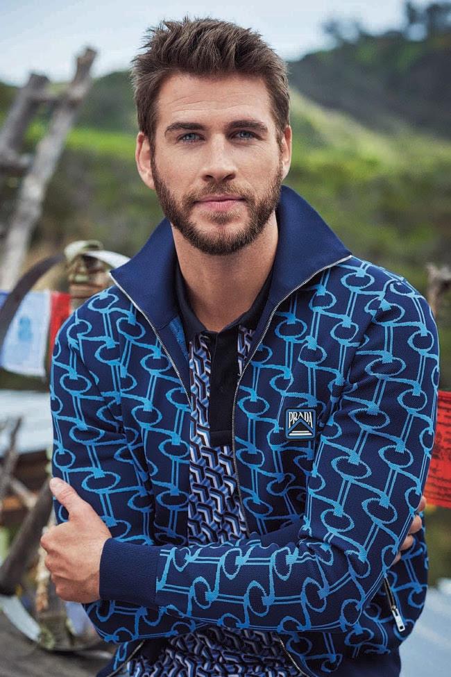 Acima: jaqueta, US $ 2199 e camiseta, US $ 973, ambas da Prada na Barneys New York.