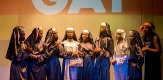 Espetáculo 'Gregorianas' passeia pela obra de Gregório de Mattos com 11 artistas transformistas em cena