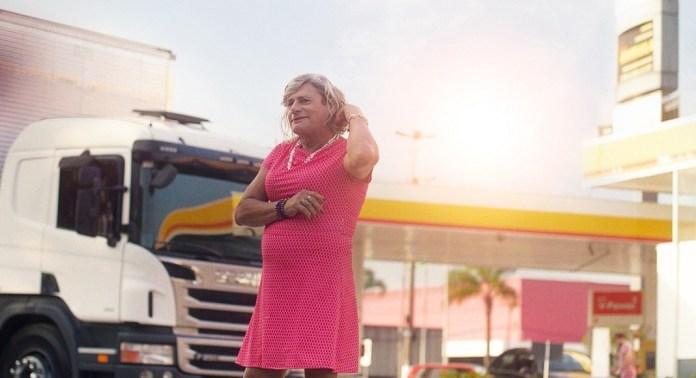 Shell promove campanha com caminhoneira trans