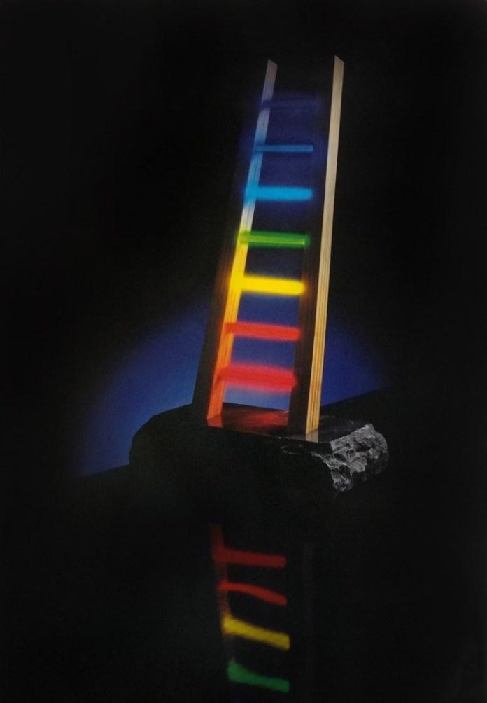 A Luz de Antônio Peticov The Ladder. Madeira, pedra sabão e neon 60X25X30cm. 1981
